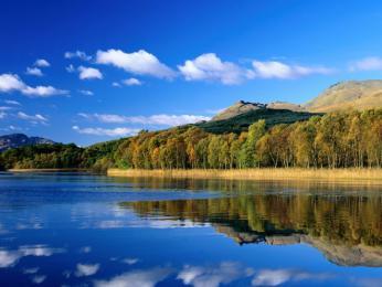 Největší skotské jezero Loch Lomond