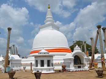 Ve městě Anurádhapury vprovincii North-Central stojí mnoho dágob