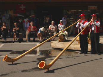 Hra na tradiční švýcarský alpský roh
