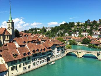 Hlavním městem je Bern, který obtéká řeka Aare