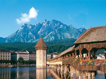 Město Luzern a jeho dřevěný kapličkový most Kapellbrücke