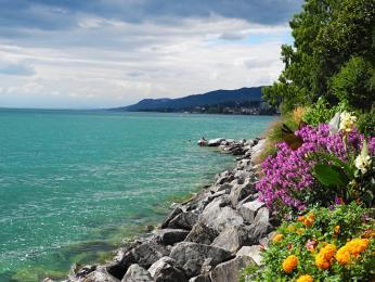 Ženevské jezero je současně největším jezerem Švýcarska i Francie