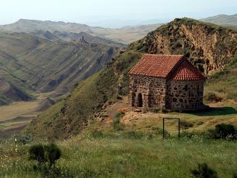 Na hřebeni nad klášterem Udabno