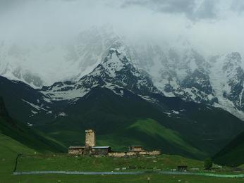 Vesnice Ušguli pod horou Škara