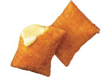 Sýrová pochoutka kaassoufflé uvnitř tenkého smaženého listového těsta