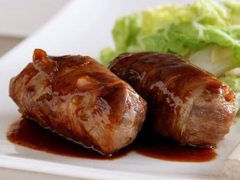 Mletému masu zabaleném ve slanině se říká slavink