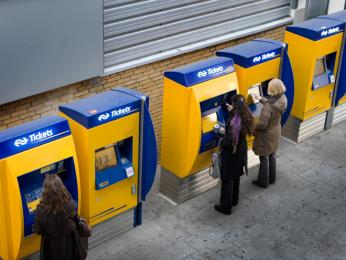 Vlakovou jízdenku vHolandsku snadno pořídíte v automatech přímo na nádraží