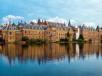 Srdcem politického dění Nizozemska je komplex budov Binnenhof vDen Haagu