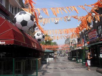 Pouliční výzdoba během mistrovství světa ve fotbalu