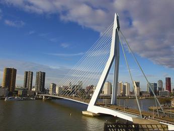 Rotterdam leží na březích řeky Maasa