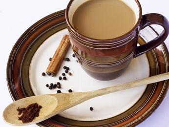 Čaj se pije po malých kalíšcích v průběhu celého dne