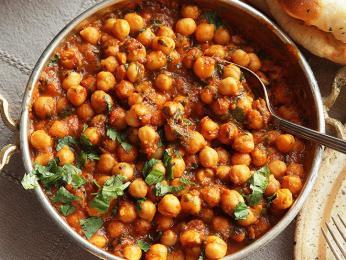 Čana (chana) masala je rozšířený zeleninový pokrm