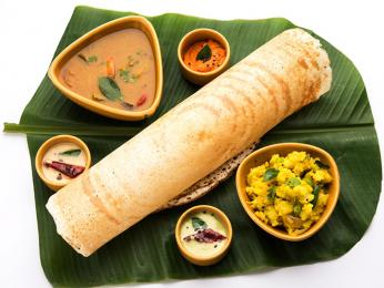 Rýžová palačinka dósa je typická pro jihoindickou kuchyni