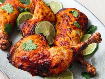Štavnaté kuře pečené v peci tandúr