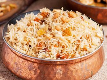 Puláu je jemně kořeněný rýžový pokrm