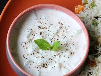 Chlazená rajta zmírňuje pálivost indických pokrmů