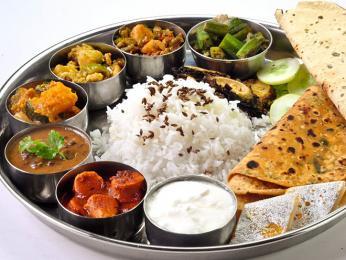 Indický oběd bývá často přehlídkou vůní a barev