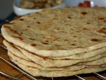 Lavaš je nejstarší chléb známý na Blízkém východě a na Kavkaze