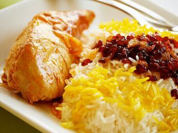 Zerešk polo ba morq - kuře na rýži skyselými plody dřišťálu