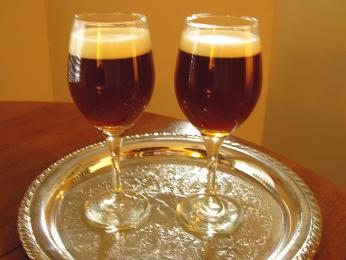 Irská káva – nápoj zhorké kávy, irské whiskey, cukru a smetany