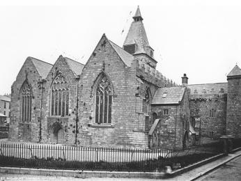 Kolegiátní kostel sv. Mikuláše byl postavený již vroce 1320