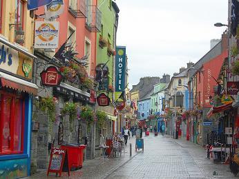 Barevná ulička města Galway
