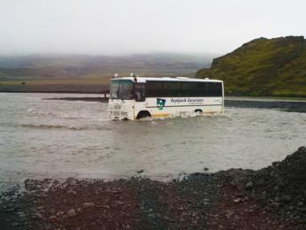 Autobusy na Islandu musí zvládnout iprůjezd řekou