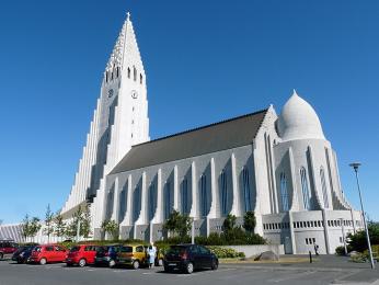 Zajímavá architektura kostela Halgrímskirkja v Reykjavíku