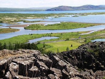 NP Þingvellir uvnitř riftového údolí, které leží na hranici tektonických desek