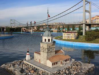 Model mostu přes Bospor vparku Miniatürk