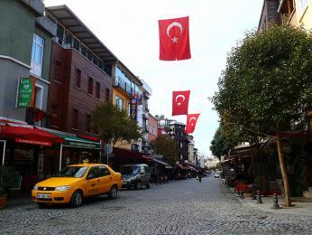 Typický žlutý istanbulský taxík