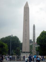Egyptský obelisk a Konstantinův sloup