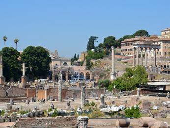 Římské Forum Romanum je jednou zpamátek zapsaných na Seznam UNESCO