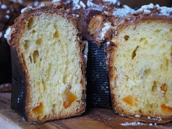 Torta Colomba, italská velikonoční bábovka skandovaným pomerančem