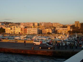 Přístav utermálního ostrovu Ischia
