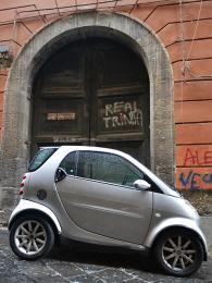 """Většina italských aut je omlácených, rozměry uliček jsou často """"oprsa"""""""