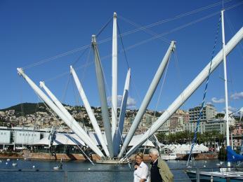 V přístavu v Janově kotví izaoceánské lodě