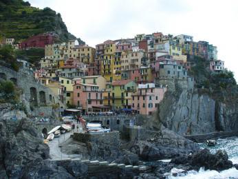 Cinque Terre je pět terasovitých vesnic, které jsou součástí UNESCO