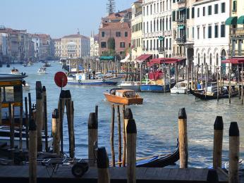 Canal Grande, hlavní dopravní kanál Benátek