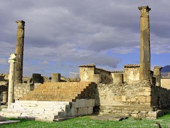 Pozůstatky Apollónova chrámu vPompejích