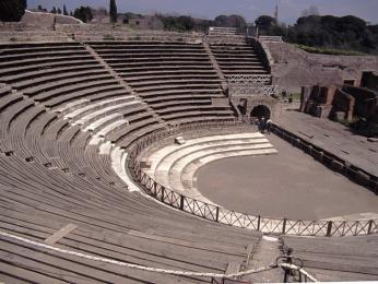 Velké divadlo je jednou znejmajestátnějších staveb v Pompejích