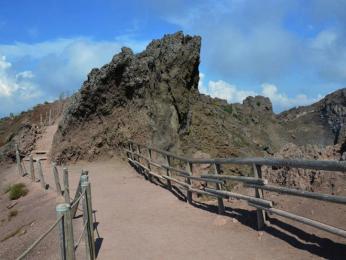 Přístupová cesta ke kráteru Vesuvu