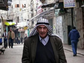 Palestinec s typickým šátkem - kufíjou