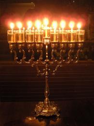 Tradiční chanuková svíce