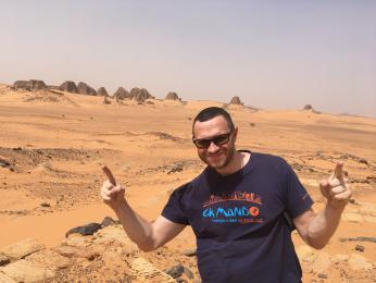 Petr u pyramid v Súdánu