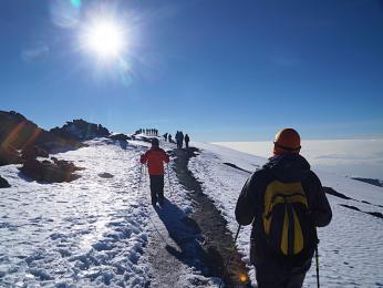 Na vršku Kilimandžára je potřeba počítat s občasnou sněhovou nadílkou