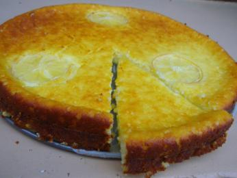 Základ koláče fiadone tvoří sýr brocciu acitrónová kůra