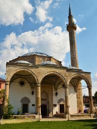 Největší mešitu ve městě postavil sultán Mehmedem II. vroce 1460