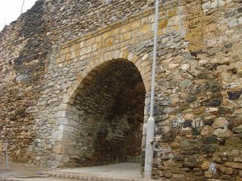 Hrad (Kalaja) - zřícenina pevnosti, která nabízí krásné pohledy na město