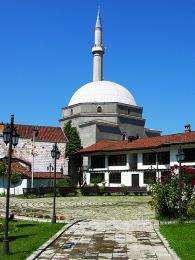 Mešita Bajrakli patří mezi nejkrásnější mešity v Prizrenu